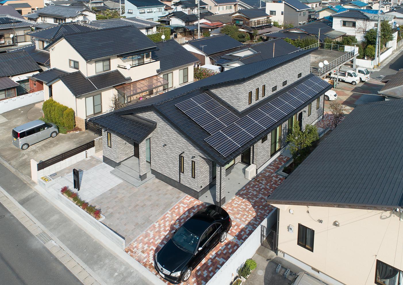 太陽光発電 パナソニックの7.3KWの太陽光発電を載せてランニングコストのかからない住宅にしました。 ZEH基準適合 UH0.46のゼロエネルギーハウス もちろん光熱費ゼロの家です。